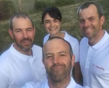 Photo de l'équipe de la ferme La Jaluère dans la Sarthe